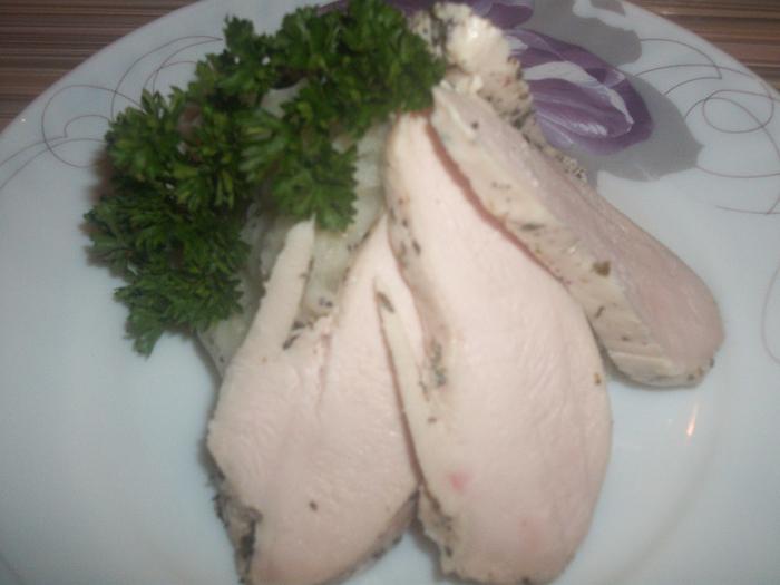 Вареные куриные грудки рецепт с фото