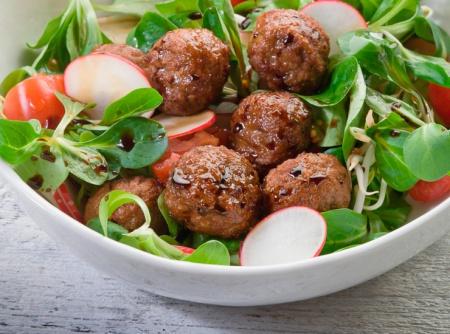 1340812525_recept-salat-iz-redisa-s-frikadelkami (450x334, 81Kb)