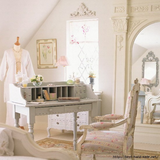 Shabby-Chic-Room-with-Antique-Furniture-550x550 (550x550, 141Kb)