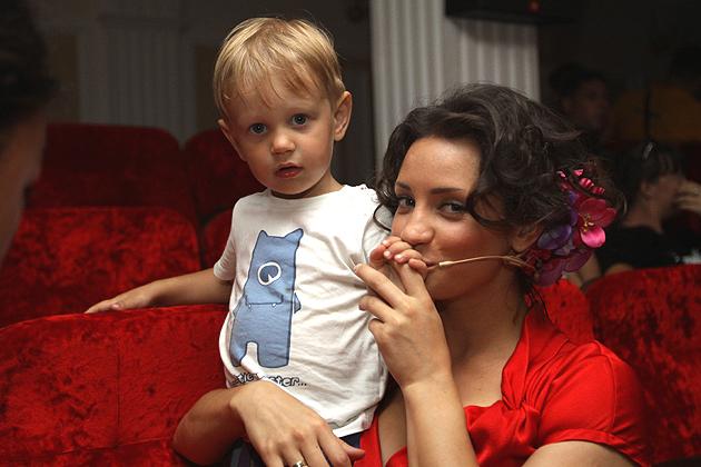 Татьяна Денимсова и сын (630x420, 255Kb)