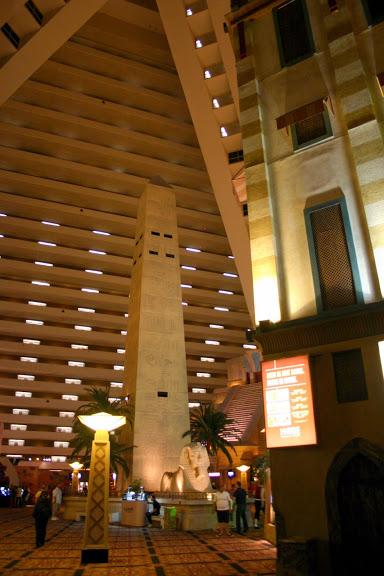 Отель Luxor hotel и Casino, Las Vegas - Пожить в пирамиде. 39589