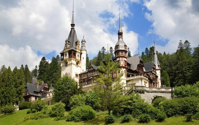 замок Пелеш в Румынии (700x437, 147Kb)