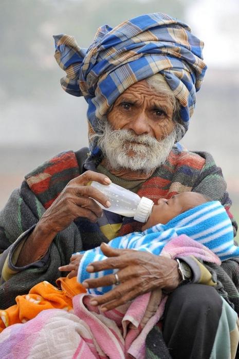 старик с ребенком 1 (465x700, 350Kb)