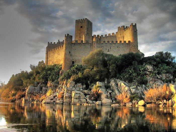 Almourols  Castle  Португалия (700x525, 91Kb)