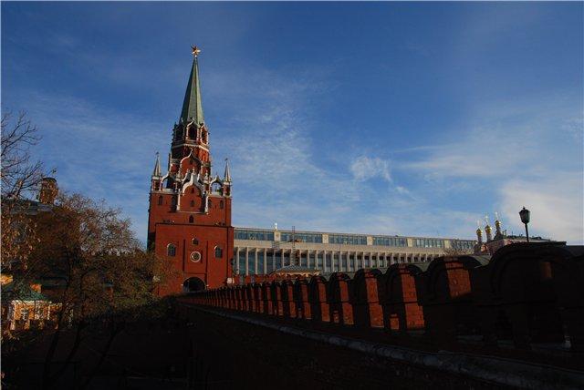 По ту сторону кремлевской стены (640x428, 39Kb)
