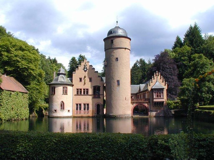 В этой записи нет хижин, только дворцы.  И еще замки изредка попадаются.