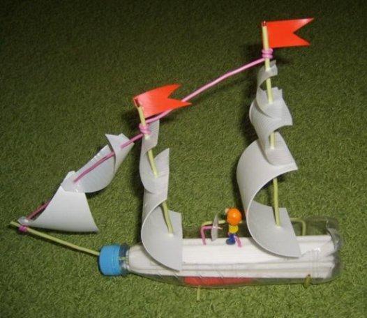 Корабль из пластиковых бутылок