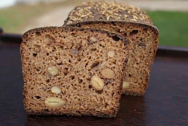 Рождественский хлеб с миндалем и изюмом/3414243_5d299f783e5c (640x428, 73Kb)
