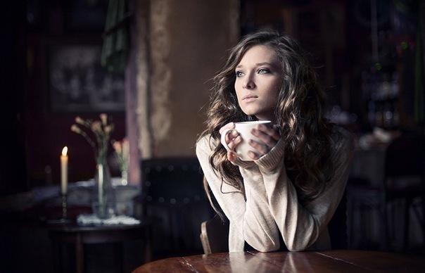 Девушка с чашкой чая (604x388, 52Kb)