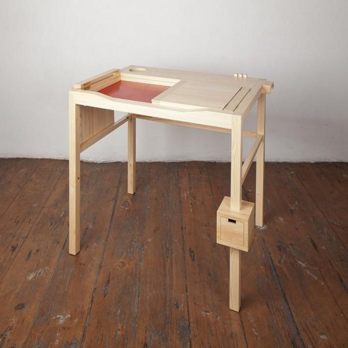 Необычный стол для любителей вздремнуть