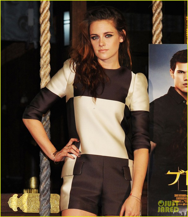 kristen-stewart-twilight-saga-breaking-dawn-part-2-tokyo-photo-call-04 (607x700, 96Kb)