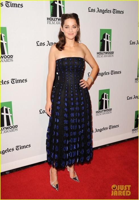 marion-cotillard-amanda-seyfried-hollywood-film-awards-gala-18 (489x700, 92Kb)