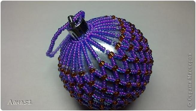 Jul 8, 2012 - Можно не только оплетать готовый шарик, но и сделать его из бисера. .  Бисер понадобится с большими...