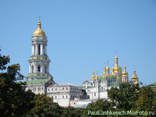 1352481254_KievLavra_PecherskayaUspenskiy_sobor_i_Velikaya_Lavrskaya_zvonnicaFoto_Pavel_V_LashkevichDSC04434___15800_640 (640x480, 64Kb)