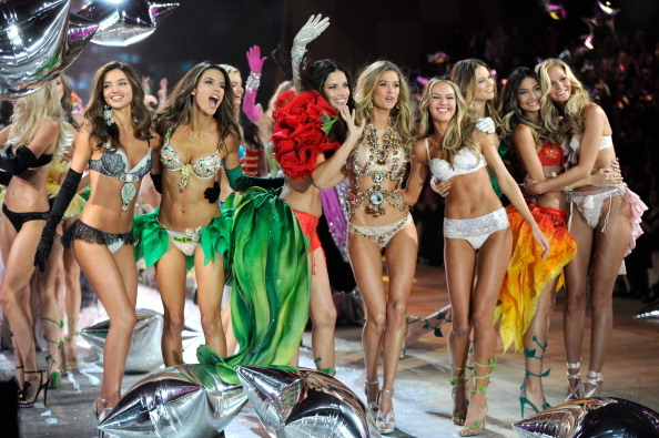 http://img0.liveinternet.ru/images/attach/c/6/93/680/93680216_2863348_Victorias_Secret_Fashion_Show_2012_2013_64.jpg