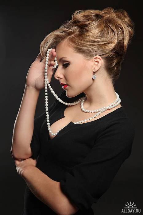 женщина в черном платье (466x700, 31Kb)