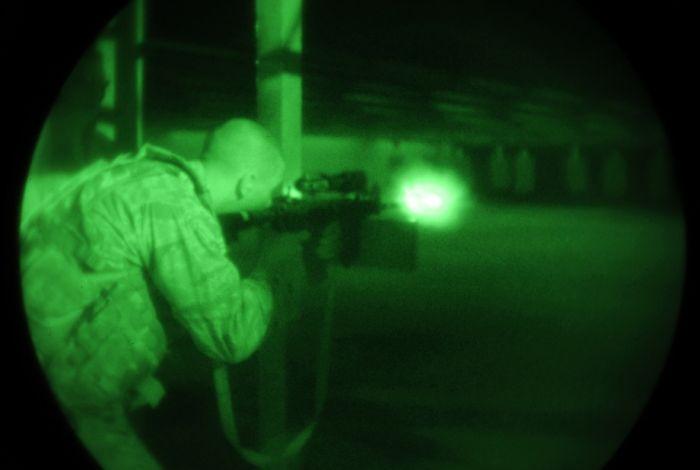 Ночное видение. Военные фотографии(700x470, 22Kb)
