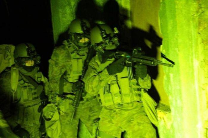 Ночное видение. Военные фотографии(700x466, 45Kb)