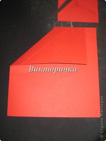 Теперь, чтобы будущее сердечко не покидало границы открытки в сложенном виде, согните левую часть, как показано на фотографии, совмещая отрезанные края прямоугольника. (360x480, 29Kb)