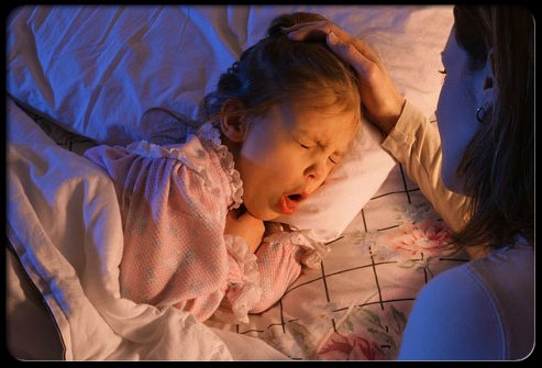 1348822523_pertussis-whooping-cough-s1-girl-cough-in-bed (393x235, 36Kb)