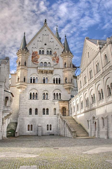 замок Нойшванштайн в Швангау, Германия- 6 (467x700, 122Kb)