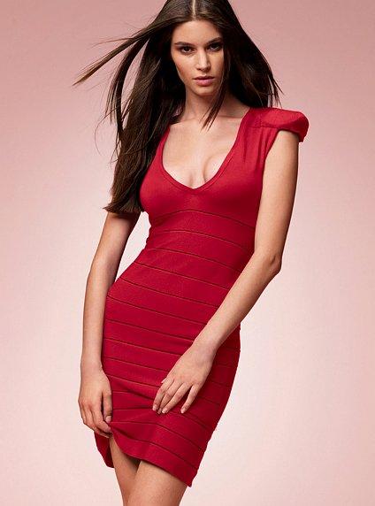 девушка в красном (424x572, 34Kb)