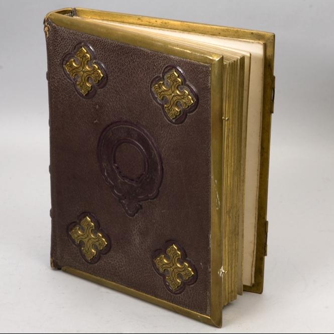 665x665_121208-2hieraldic-1nAlbum amicorum contenant 335 en-têtes de lettres de ... (665x665, 268Kb)