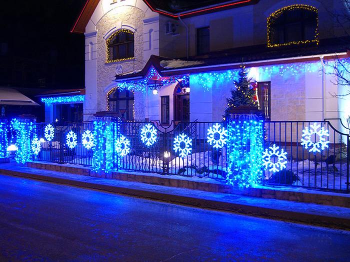 Украсить фасад здания к новому году своими