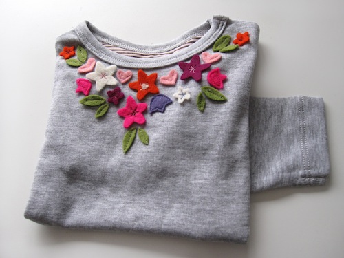 felt-neckline-artwork-on-tshirt (500x375, 58Kb)