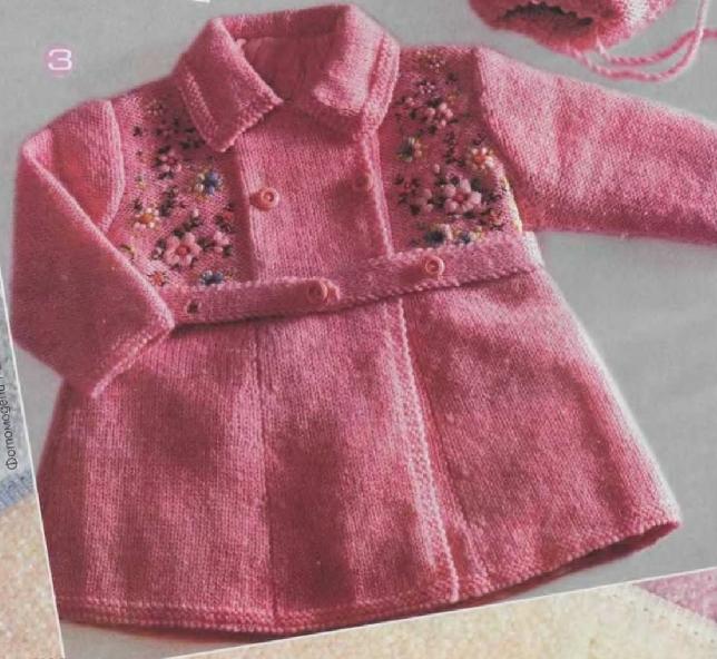Розовое вязаное пальто спицами