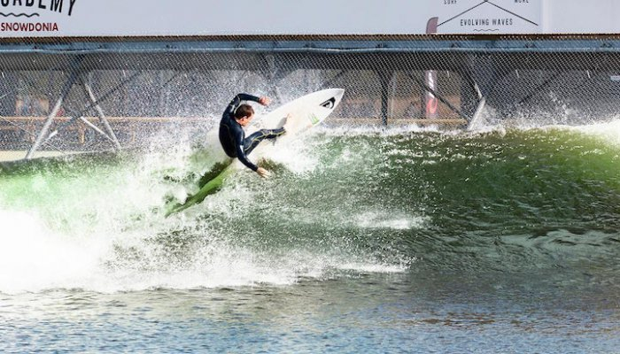 серфинг парк Surf Snowdonia 5 (700x400, 275Kb)