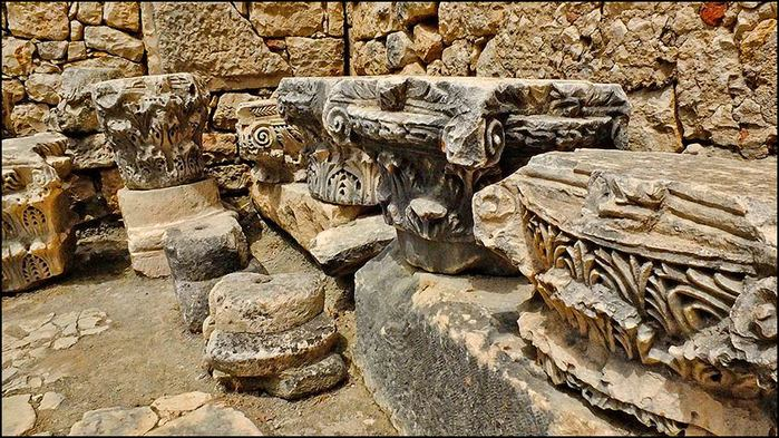Архитектурные элементы руин храма Артемиды/3673959_0 (700x393, 105Kb)