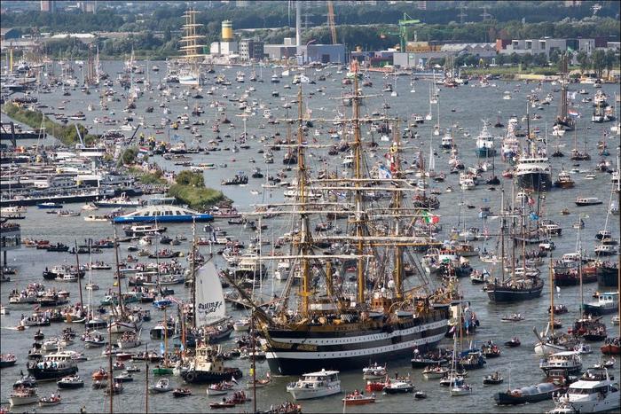 парад судов в Амстердаме1 (700x467, 476Kb)