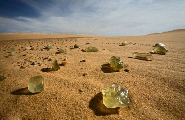 ливийское пустынное стекло фото 4 (700x456, 303Kb)