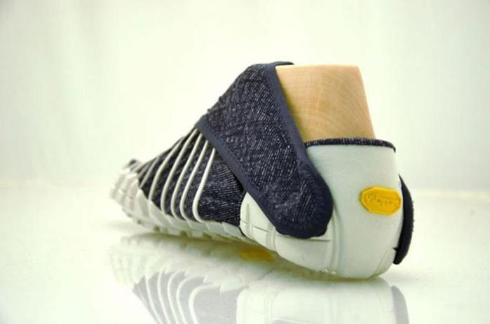 124806948 090215 1342 5 Японские дизайнеры обуви придумали кроссовки, которые оборачиваются вокруг ноги, как платки