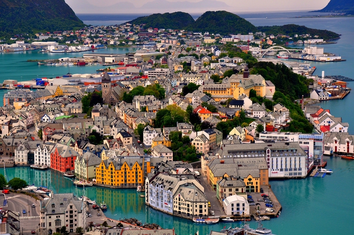 3180456_norwayalesund (700x464, 351Kb)