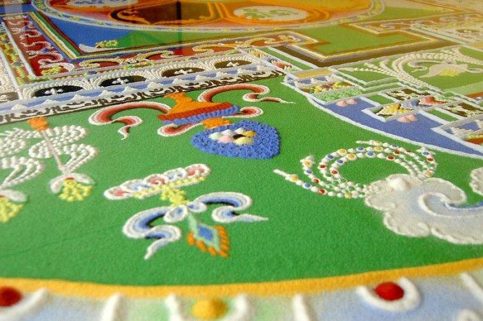 буддийские монахи делают песчаную мандалу 15 (700x466, 328Kb)