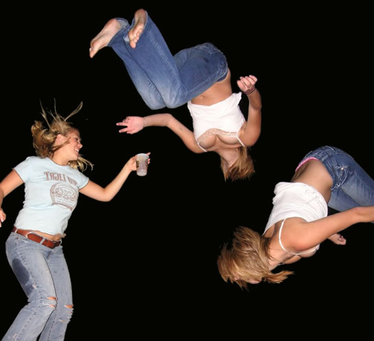 girls_on_trampolines (545x497, 32Kb)