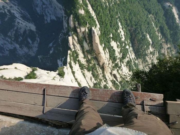 самая опасная тропа на горе Хуашань Китай 4 (700x525, 342Kb)