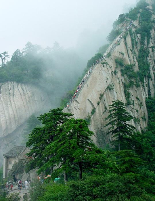 самая опасная тропа на горе Хуашань Китай 8 (539x700, 446Kb)