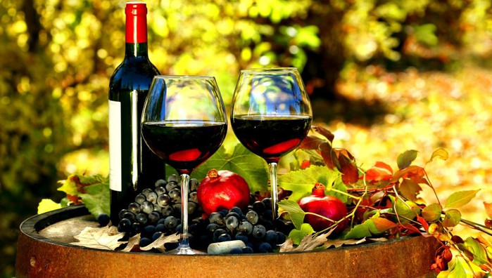 Wine-Red-Glasses-Bottle-Barrel-Grapes-Grenades-Leaves-Autumn-544x960 (655x396, 96Kb)