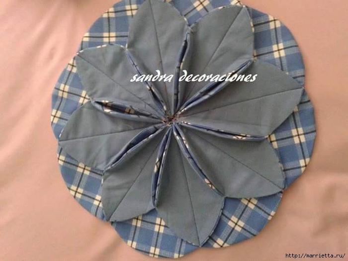 Лоскутное шитье. Подушка с цветком (12) (700x525, 201Kb)