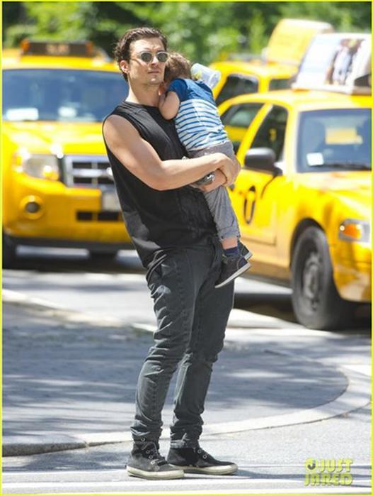 Орландо Блум с сыном в Центральном парке