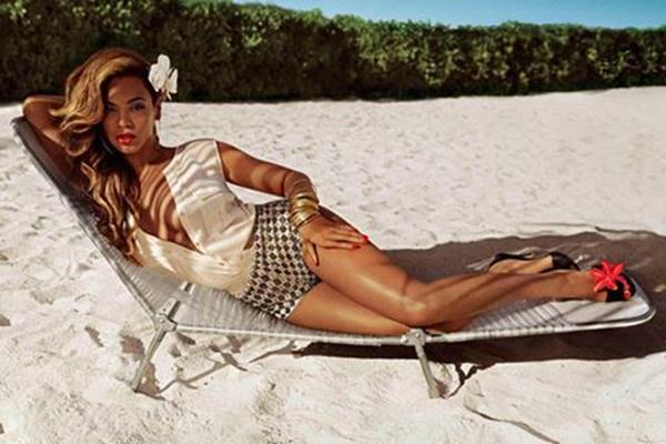 Фотографии Бейонсе в рекламе купальников H&M