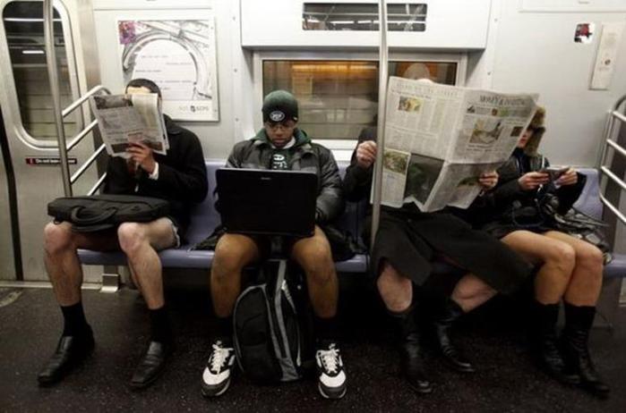 Нью Йорк. День в метро без штанов (9 фото агентства Reuters)