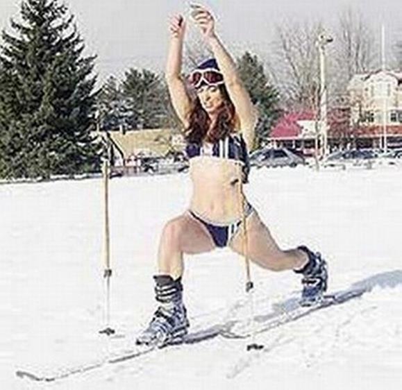 Катание на лыжах в бикини (20 фото)