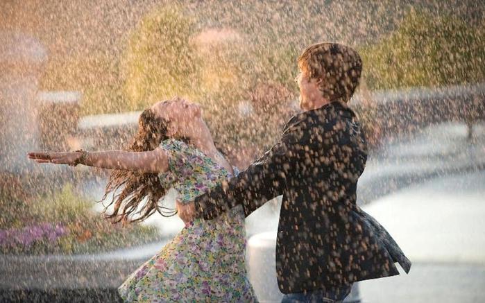 1920x1440-rain-couple-free-hd-wallpaper-desktop-background (700x437, 256Kb)