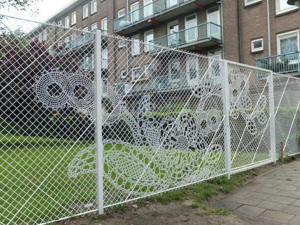 Кружевной забор из рабицы своими руками 3