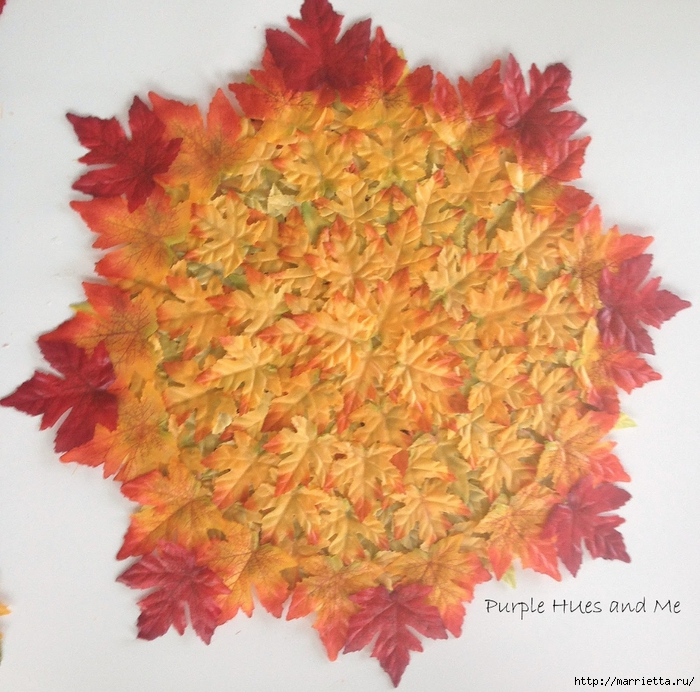 Декоративная салфетка из искусственных осенних листьев (8) (700x692, 369Kb)