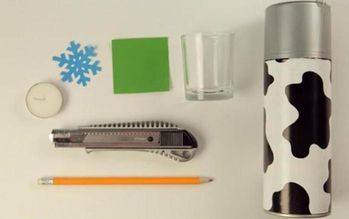 Красивый новогодний подсвечник из стакана со снежинкой